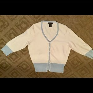 White 3/4 sleeve sweater with light blue accents